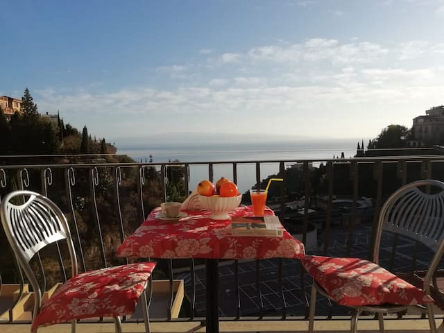 "Casa ""Loren"" panoramica with sea view"