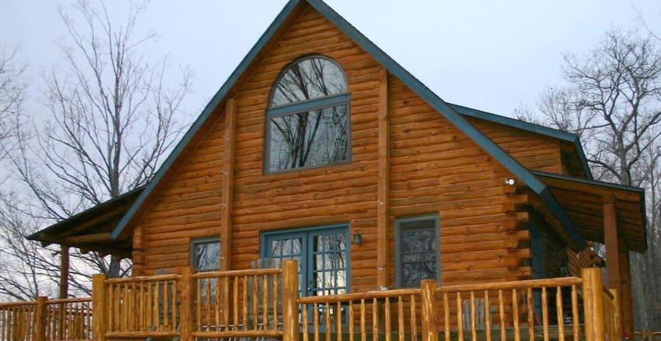 56 Acre Spectacular Log House Near Hunter/Windham