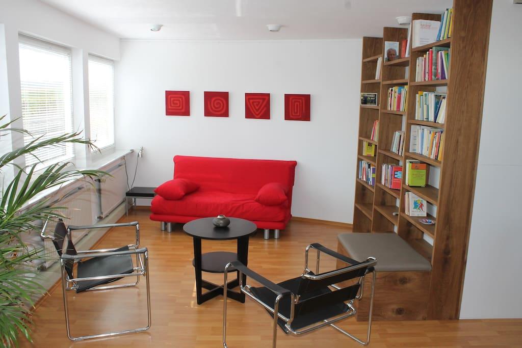 sonnige modern eingerichtete studio wohnung lofts zur miete in g ufelden baden w rttemberg. Black Bedroom Furniture Sets. Home Design Ideas
