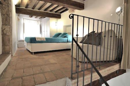 Pigi's stylish loft medieval village - Massa Marittima - Loft-asunto