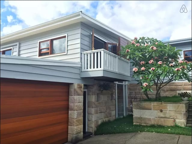 Bright Beach Apartment - Mona Vale - Daire