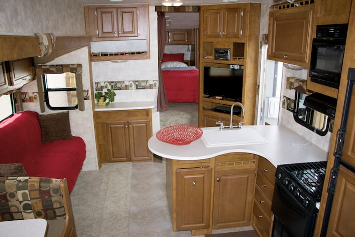 Private, Clean, Rocklin Living! - Rocklin - Kamp Karavanı/Karavan