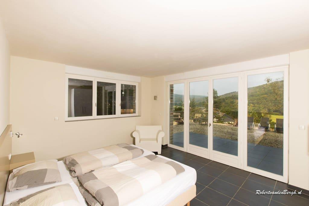 Zeer royale slaapkamers met uitzicht over de groene bergen