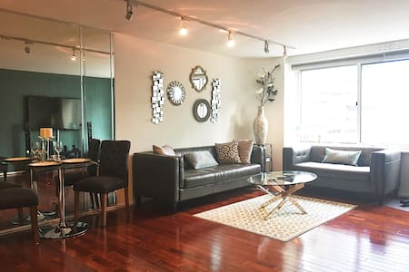 Downtown 2 Bed & 2 Bath w/ INDOOR POOL & GYM - 시카고