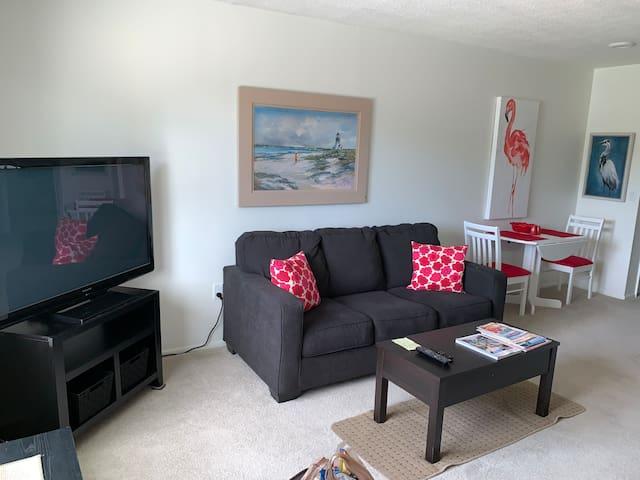 Cute apartment two miles from Siesta Key Beach