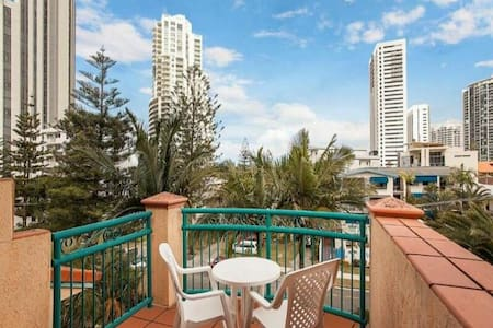 Studio in central Broadbeach - Tropical surrounds - Broadbeach