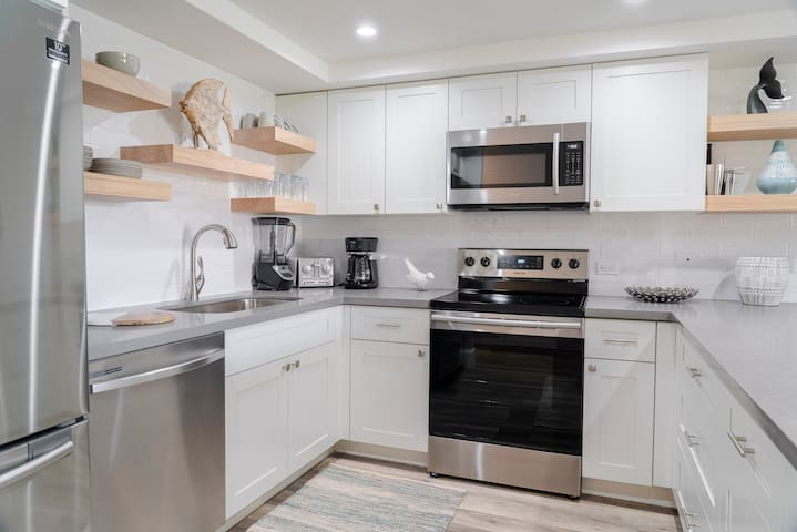 Exceptionally Remodeled 1BD/2BA with Ocean View