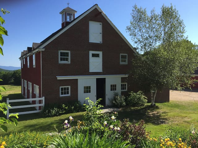 The Barn @ Stone Brook Hill Farm - Gilford - Apartemen