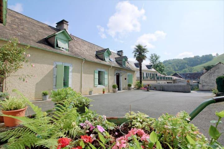 FERME OUSTALET-Chambre AMARYLLIS à 5min de LOURDES - Arcizac-ez-Angles - Casa de hóspedes