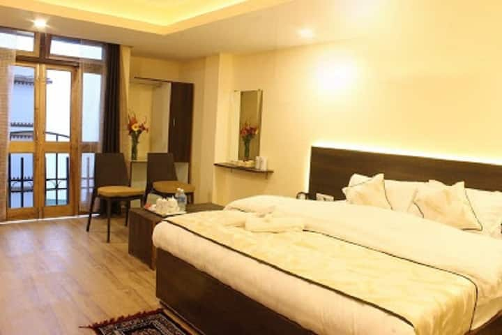 Comfort Stay with delicious local cuisine
