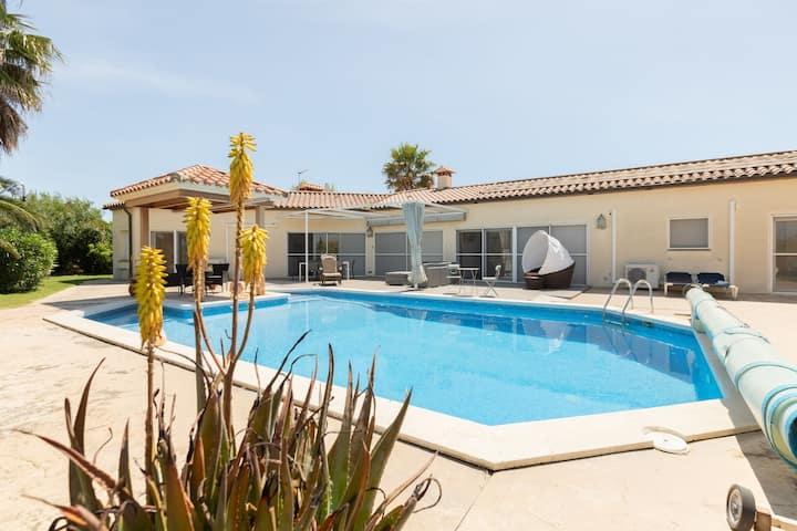 Delux Villa en Vilacolum con piscina