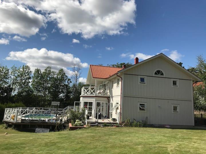 Unikt boende för stort sällskap nära Stockholm