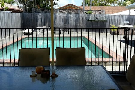 Welcome to Ray`s place - Burleigh Waters - Casa