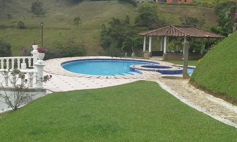 Surrounded by nature in barbosa with private pool - Barbosa - Natuur/eco-lodge
