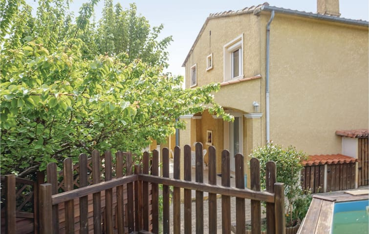 Holiday cottage with 4 bedrooms on 80m² in Sainte Valiere