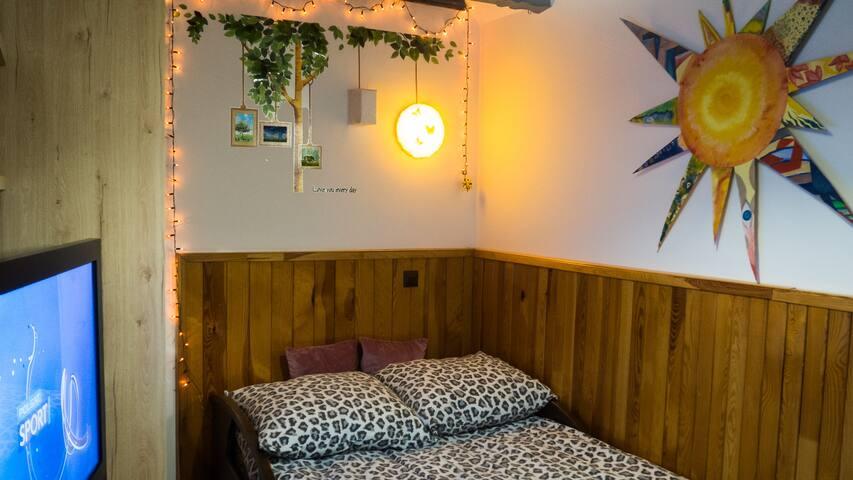 2-osobowe łóżko w sypialni (składane typu amerykanka)