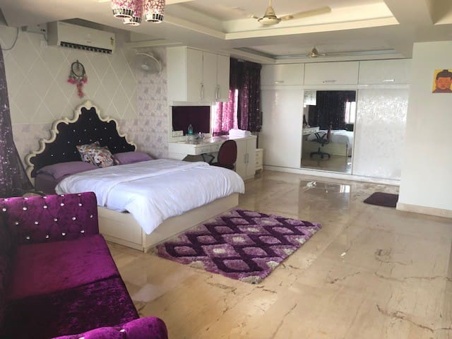 Super Luxurious Double Room set With small sitting area