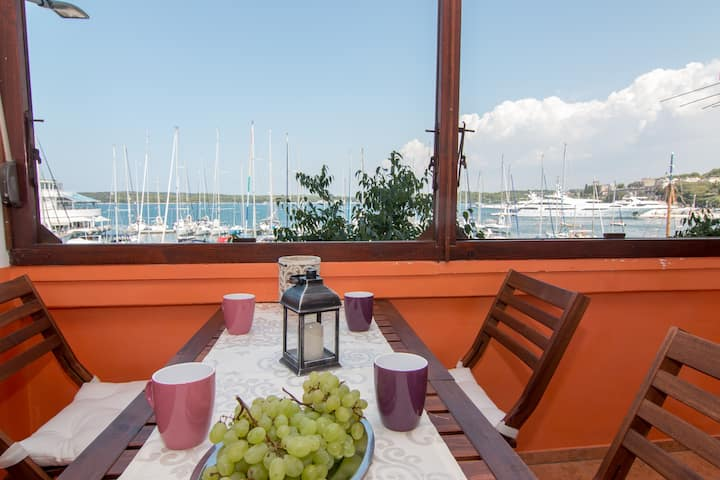 Harbour-Apartment -sea view & free private parking