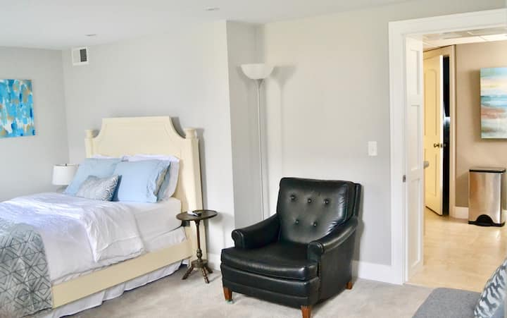 Private suite in historic Harvard neighborhood.
