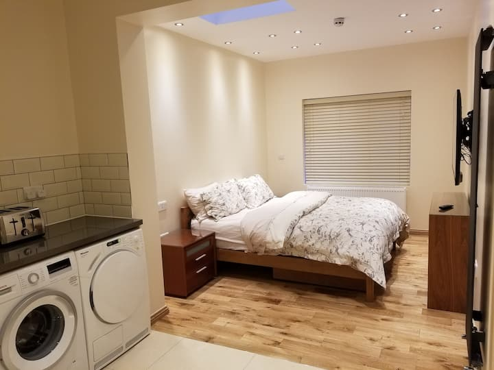 London Luxury Studio Redbridge Stn#2 FREE PARKING!