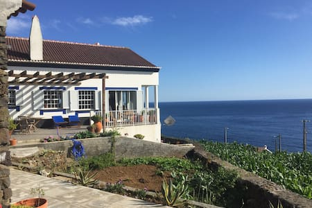 Magnificent Ocean Views/Private room/share bath - Feteira