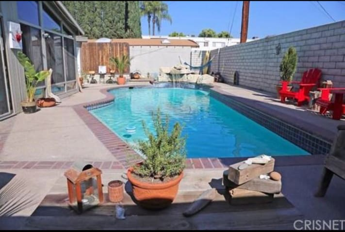 Entire Pool house 4+2 private use - Los Angeles - Ház
