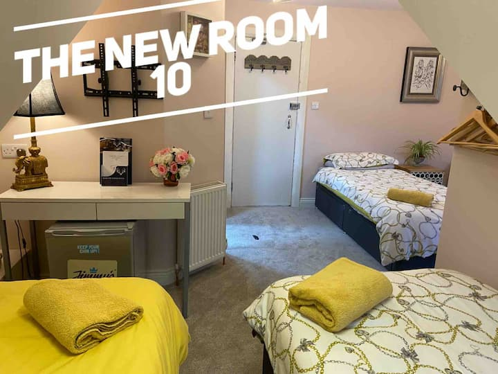 10 BEDROOM DEAL - EXCLUSIVE USE - BEACH/TOWN