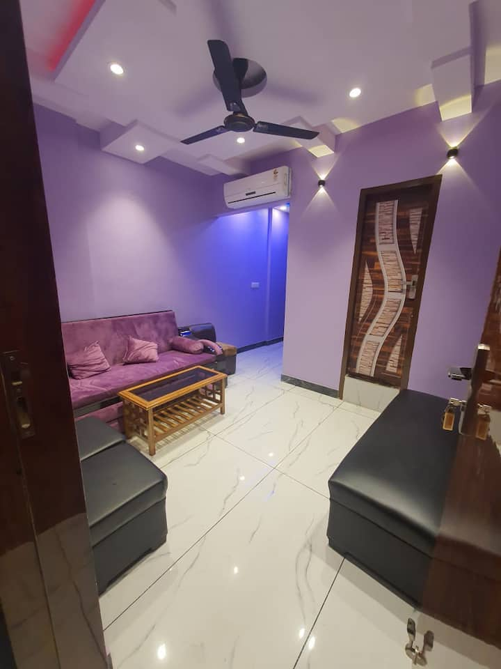 1 BHK Luxury Apartment in Moti Nagar By GoBravo