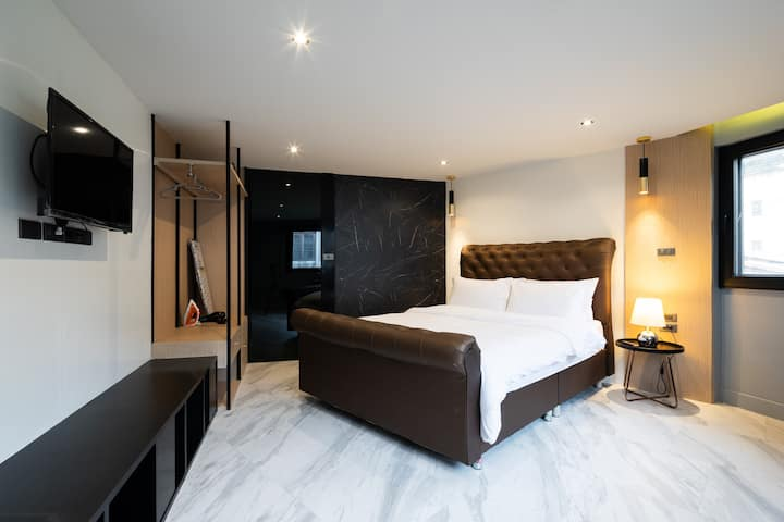 at BTS/metro New luxury room + free wifi 2/2