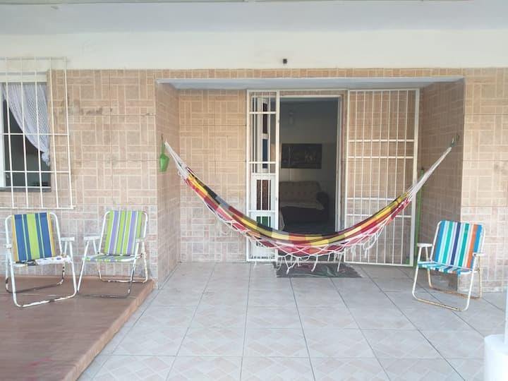 Casa com pátio grande para veraneio em Tramandaí