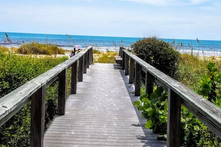 Fabulous Cocoa Beach Ocean Front View Condol! - Cape Canaveral