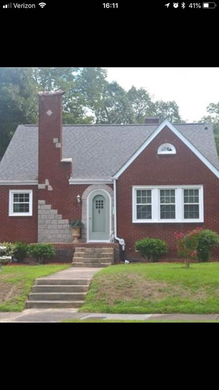 Beautiful cottage in Salisbury! Steps from Novant!
