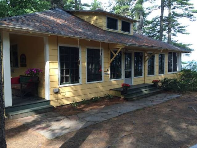 Classic, beautiful Sebago Lake-front Camp - Windham - House