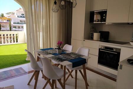 Apartamento NUEVO en un entorno único con WIFI