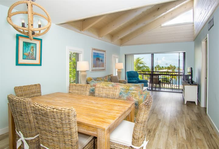 Marathon Key Beach Club 2/2 condo poolside  pool, tennis courts, hot tub, BBQ area, some dockage available