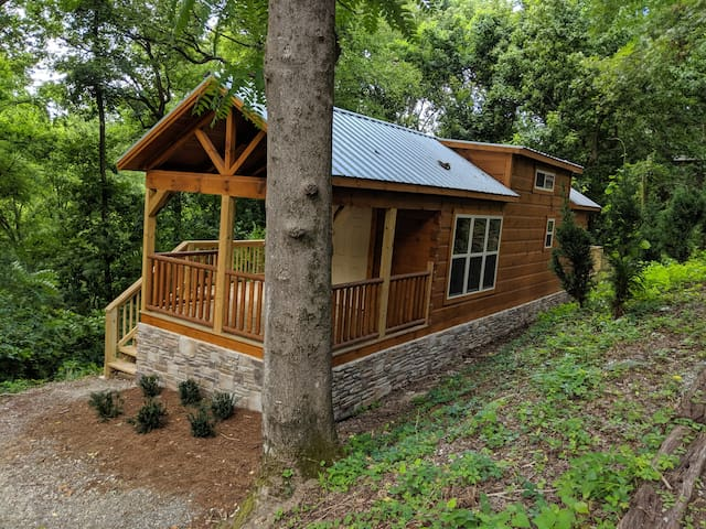 Eden Cabin - Forested Lookout Mountain, City-Side