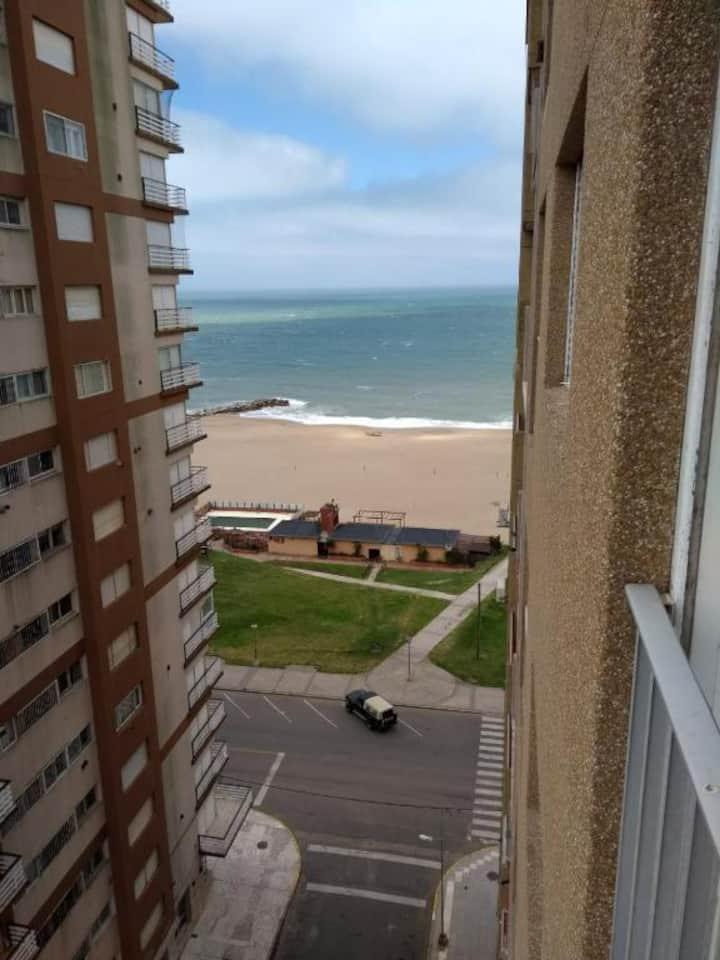 Monoambiente c/vista al mar a metros de la playa.