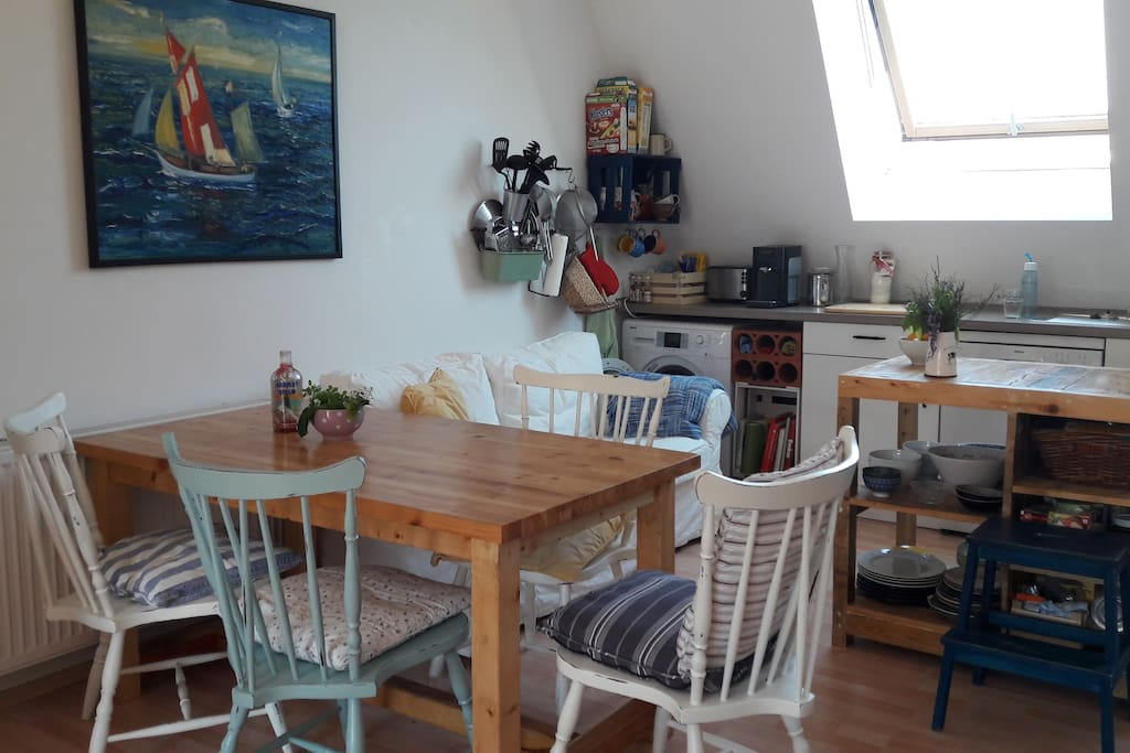 kitchen table usable for up to 8 persons