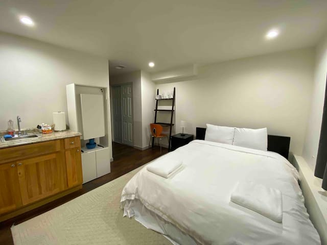 Southgate #5 Private Studio Daly City. Amenities