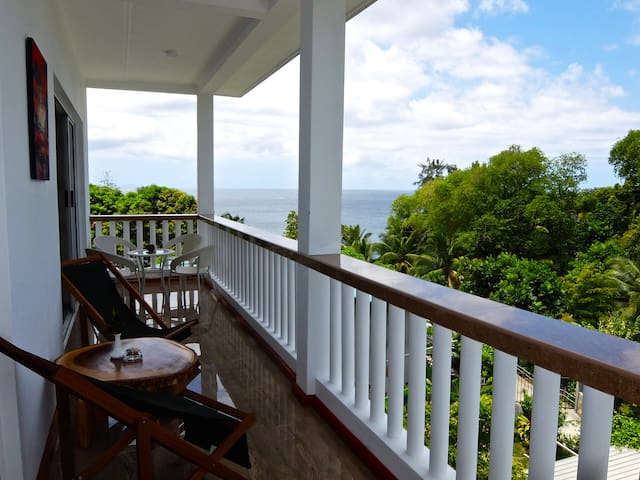 Beautiful Large 3 Bedroom Ocean View Holiday House