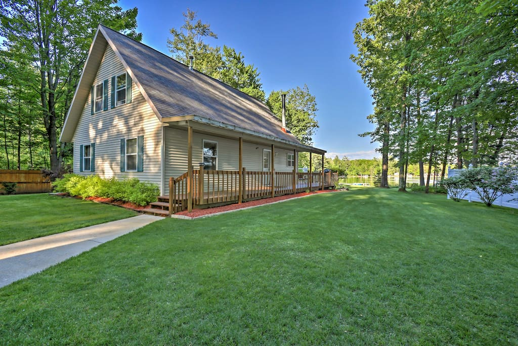 This beautiful home features sleeping accommodations for 8, large outdoor space and  an unrivaled lakefront location.