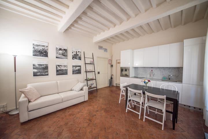 Apartment historic center Volterra