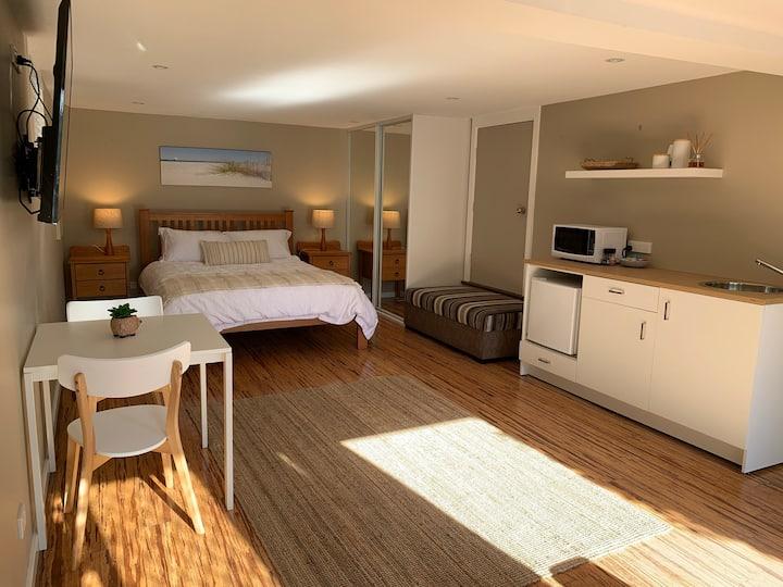 Avoca Studio - Tranquil getaway close to beach