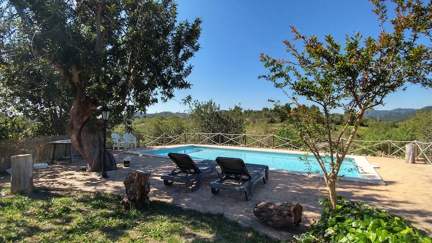 Majorcan finca with pool next to Palma