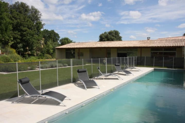 Holiday villa with private pool near Uzes