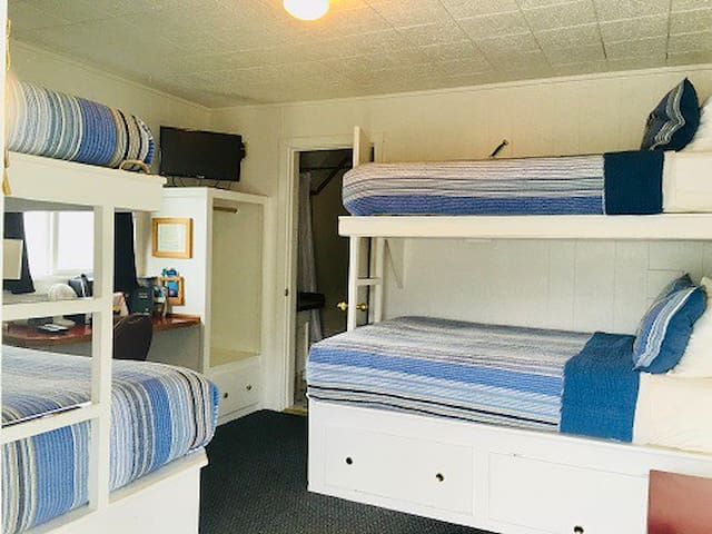 Bunkroom in the heart of Oldtown that allows Pets