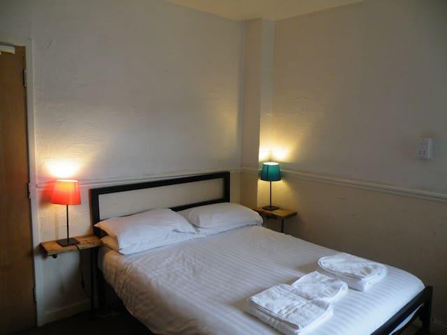 Vinnie's - Room 13