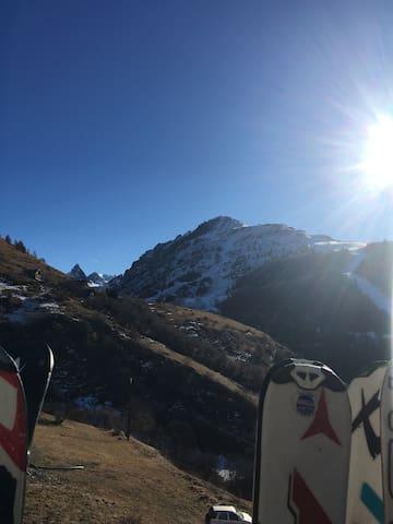 Chalet à la montagne dans joli hameau