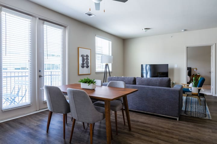 Locale | Austin Downtown West | Stylish 2BR Suite