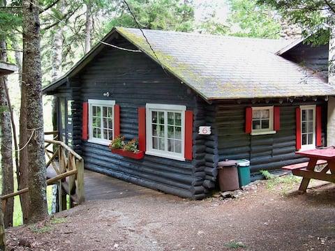 Cottage #6, Robinson's Cottages, Pet-friendly